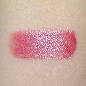 Estee Lauder Kissable LipShines in 05 Hollywood Kiss Swatch