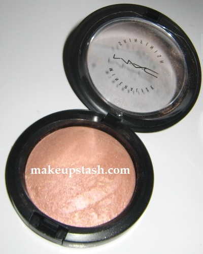 MAC Mineralize Skinfinish in By Candlelight